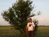 С таким ростом Luca Dehelean легко доставал до многих гнезд (гнездо пустельги на высоте роста)