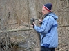 Сергей Гащак устанавливает фотокамеру на тропе зверей