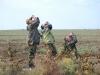 Наблюдатели внимательно определяют и считают пролетных хищников (фото Виктора Волошина)