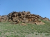 Гора Большое Богдо с многочисленными гротами (в одном из них, по центру, нежилое гнездо курганника)