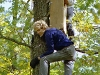 Очень важно самому остаться на дереве, не выронив при этом гнездовой ящик