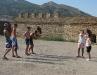 Туристы фотографируются с молодым могильником и филином. Крым, Судак, Генуэзская крепость, август 2008 г.